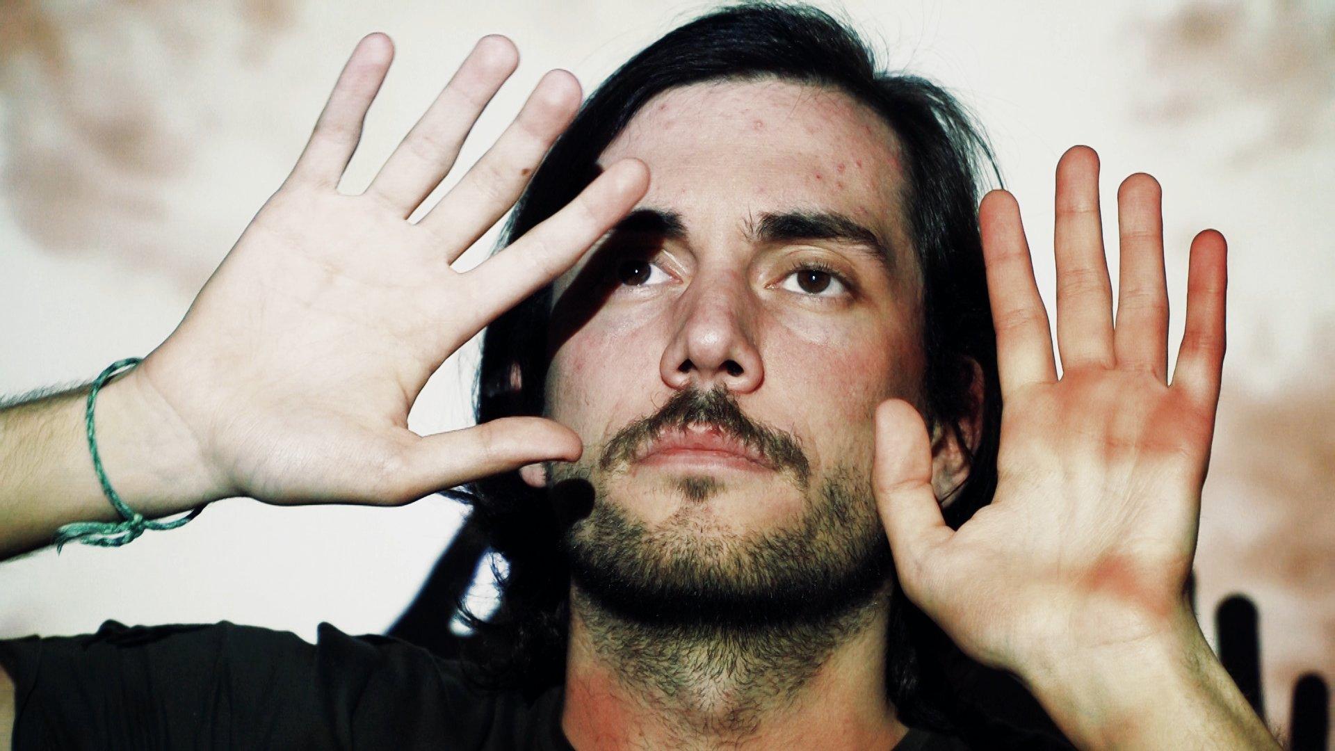 Andrés Goteira finaliza en Santiago e Ferrol a rodaxe do documental 'Welcome to ma maison' (Benvidos á miña cabeza)